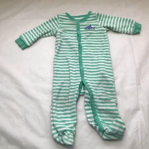 5/$25 CARTERS shark detail footed pyjamas snaps